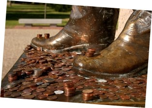Pennies on the Sull Ross statue